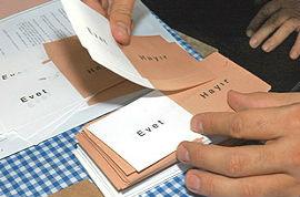 1982 Anayasası için halk oylaması yapıldı