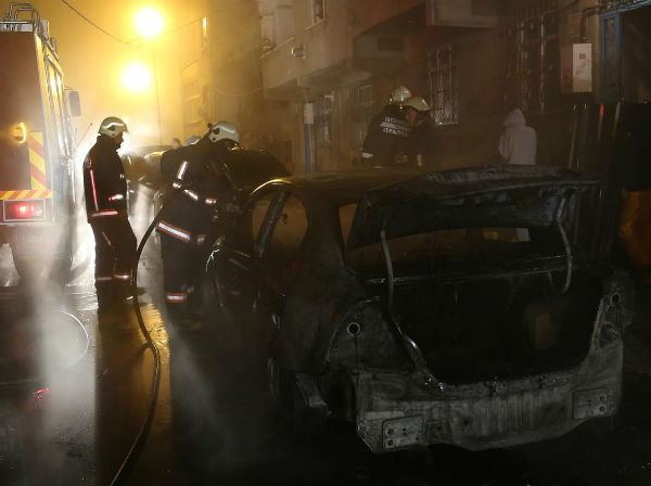 İstanbul'da 10 araç kundaklandı