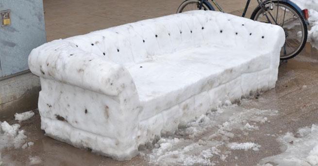 Mobilyacının 'kardan koltuğu' ilgi gördü