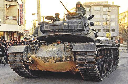 28 Şubat'a giden yol: Sincan'da tanklar yürütüldü