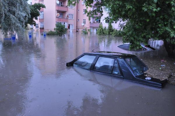 Trakya'da araçlar suya gömüldü / Foto