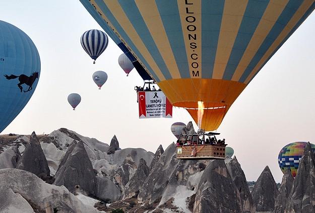Kapadokya'da balonlar, şehitler için havalandı (Foto)