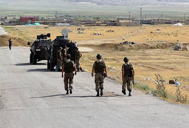 Diyarbakır'da bombalı saldırı: 1 asker şehit