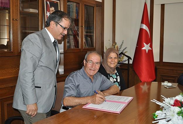 Tuhafiyeci ve emekli şoför çiftten okul için 500 bin lira bağış