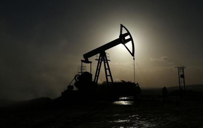 Tuz ararken petrol fışkırdı