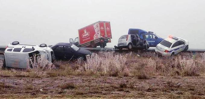 11 araç birbirine girdi / Foto