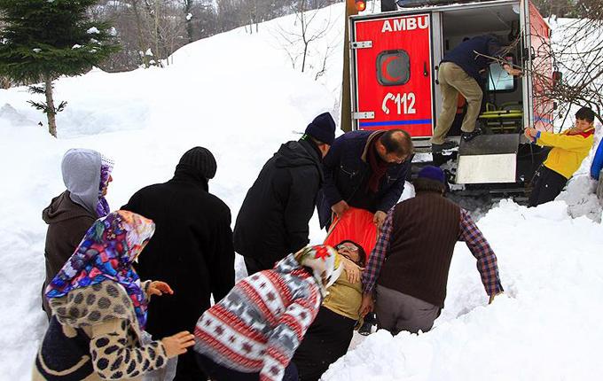 Obez hastaya kar paletli ambulansla ulaşıldı
