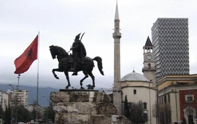 Çift başlı kartallar şehri: Tiran (video)
