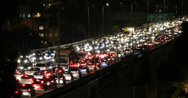 İstanbul'da trafik yoğunluğu yüzde 89'a ulaştı