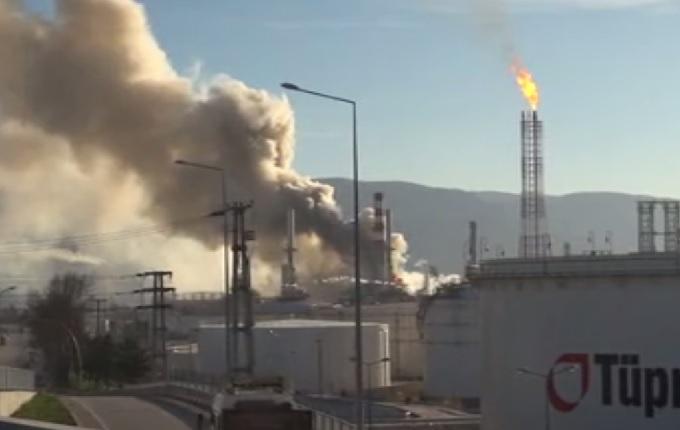 Tüpraş'ta büyük yangın korkuttu (Video)
