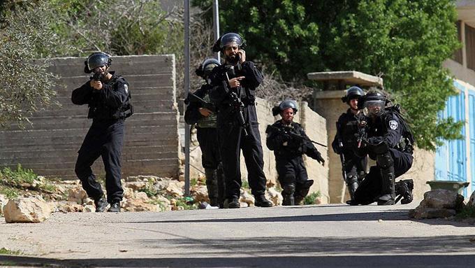 İsrail polisi, Filistinli çocuğun ayağını hedef almış ama kurşun kafasına isabet etmiş!