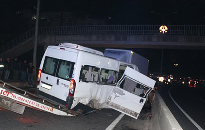 Kocaeli'de düğün dönüşü kaza: 2 ölü, 11 yaralı