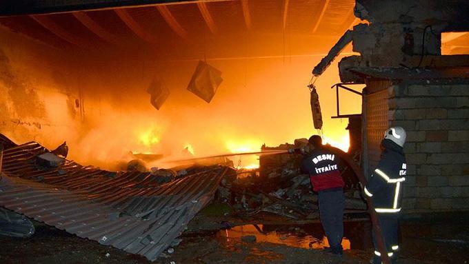 İplik fabrikasındaki büyük yangın 8 saatte kontrole alındı