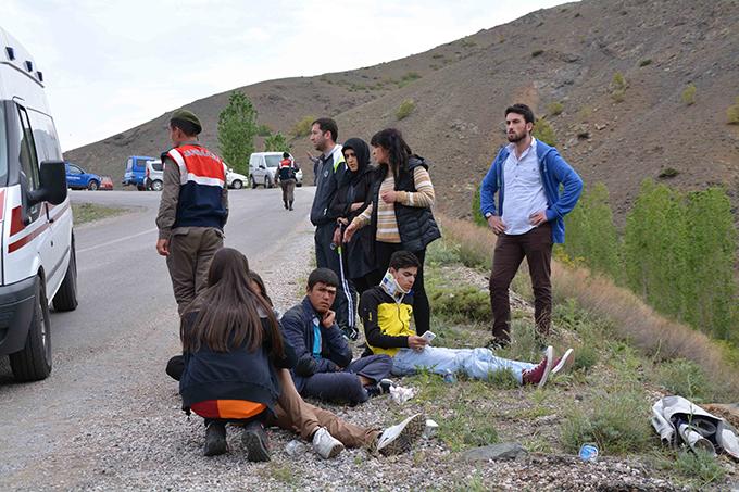 Kayseri'de öğrencileri taşıyan midibüs devrildi: 1 ölü, 25 yaralı