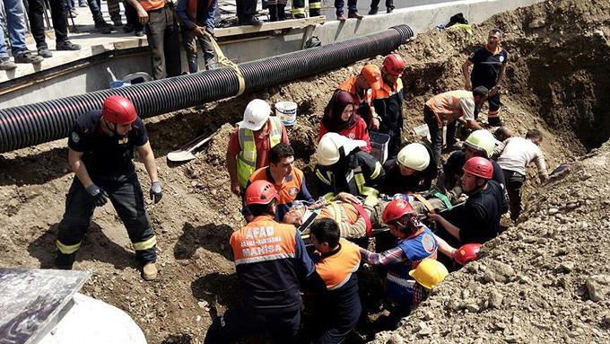 Hastane inşaatında göçük: 3 yaralı