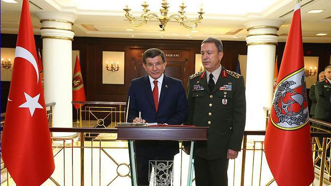 Başbakan Davutoğlu Orgeneral Akar'ı ziyaret etti