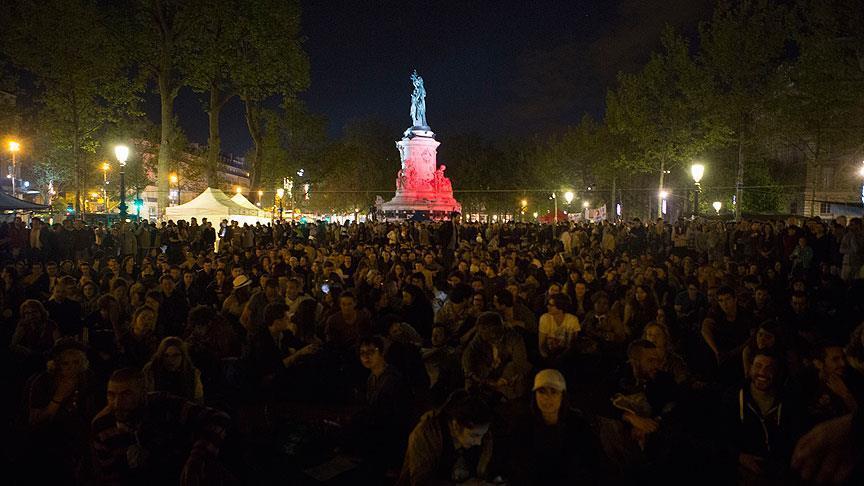 Fransa 'Gece Ayakta'