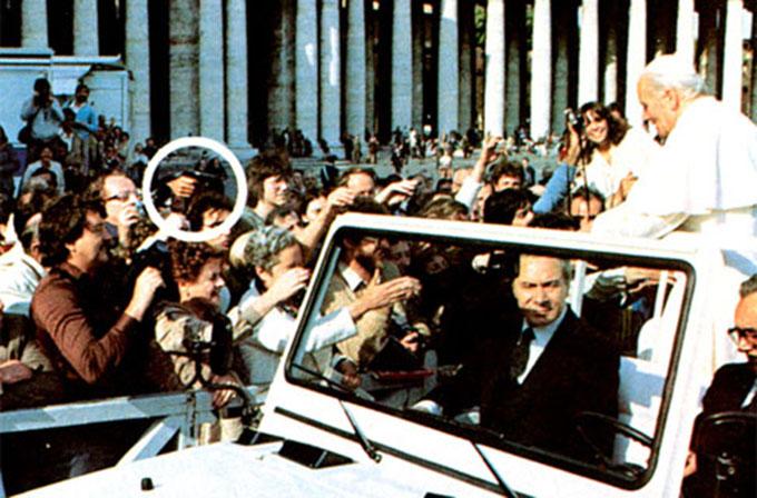 Mehmet Ali Ağca Papa'yı vurdu