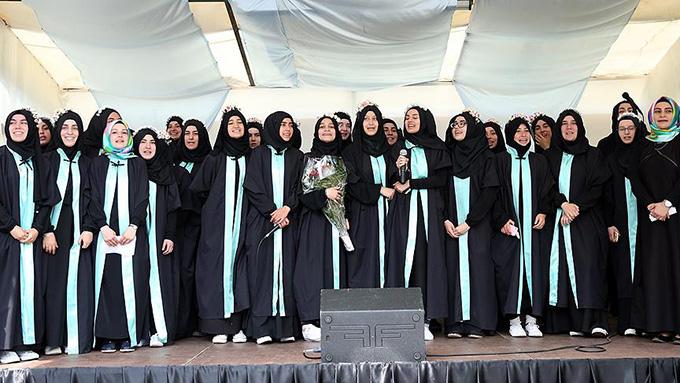 Avrupa'nın ilk imam hatip lisesi, ilk mezunlarını verdi