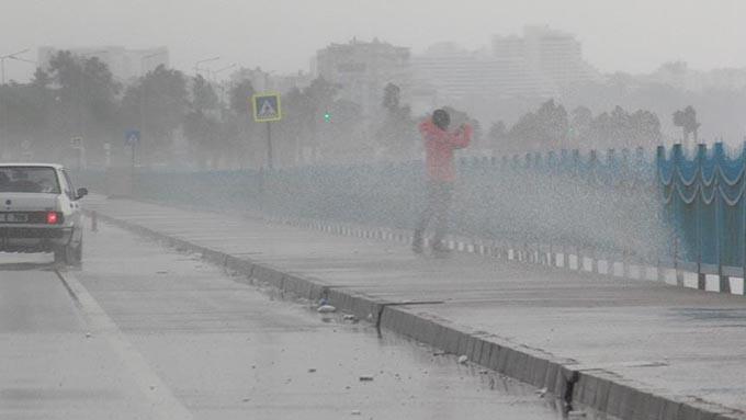 Meteoroloji'den kuvvetli rüzgar ve dolu uyarısı