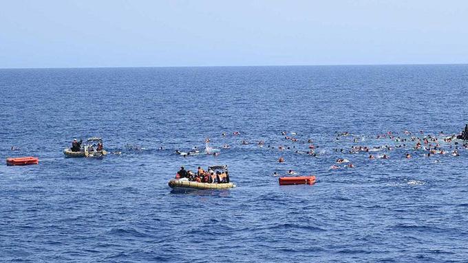 Akdeniz'de 340 mülteci kurtarıldı
