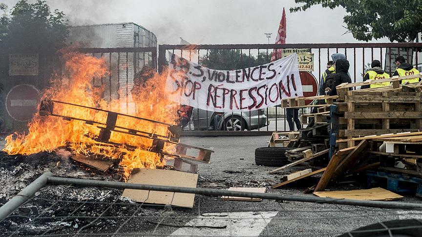 Fransa'da göstericiler polisle çatıştı: 40 yaralı