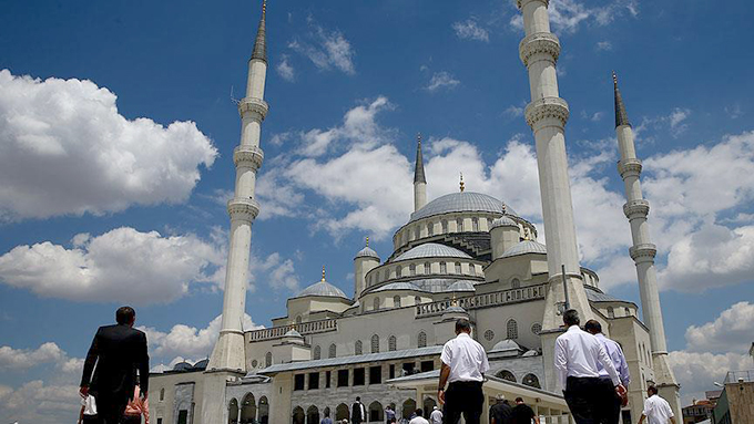 Ramazanda itikaf günleri başladı